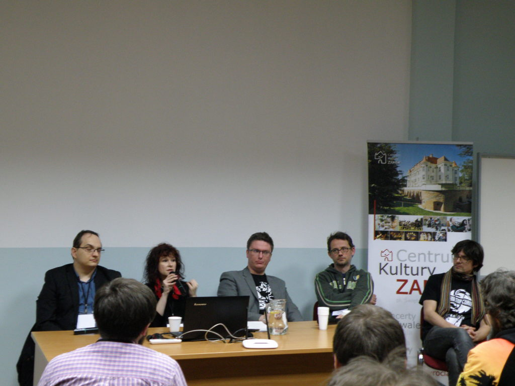 Beginning of the panel discussion about Polcon