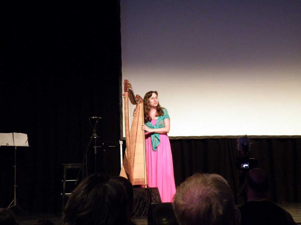 Dimitra Fleissner playig her harp