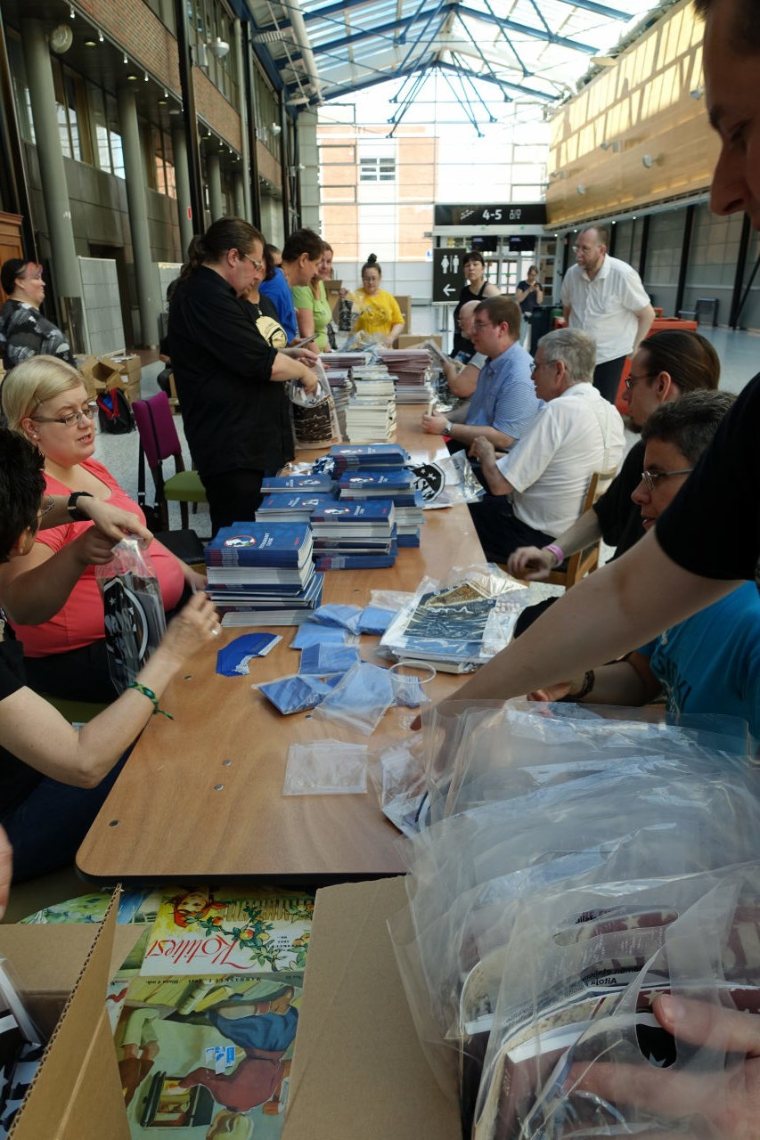 Worldcon 75 welcome bags assembly line