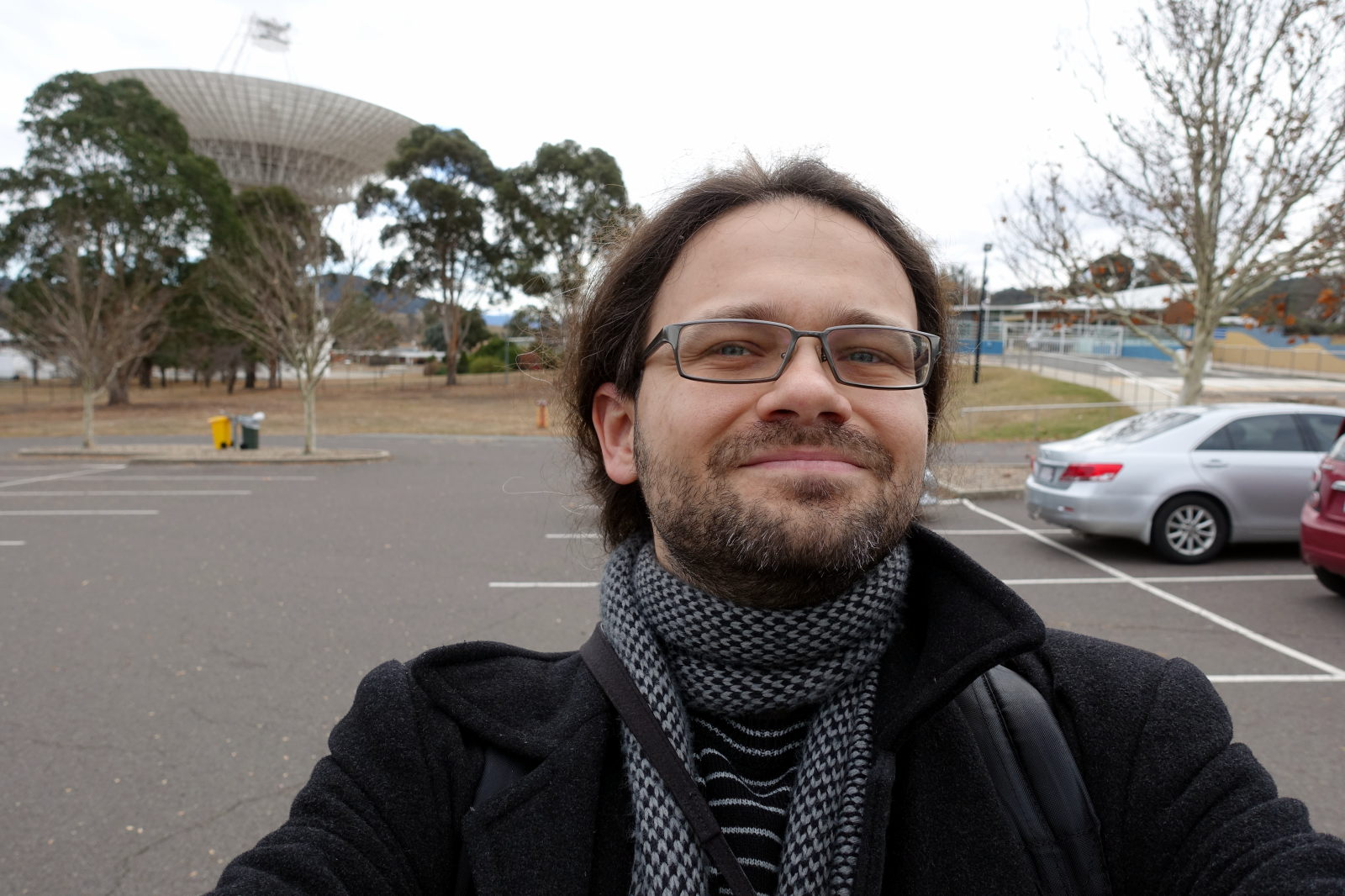 Selfie of a man inf ront of the big antenna.