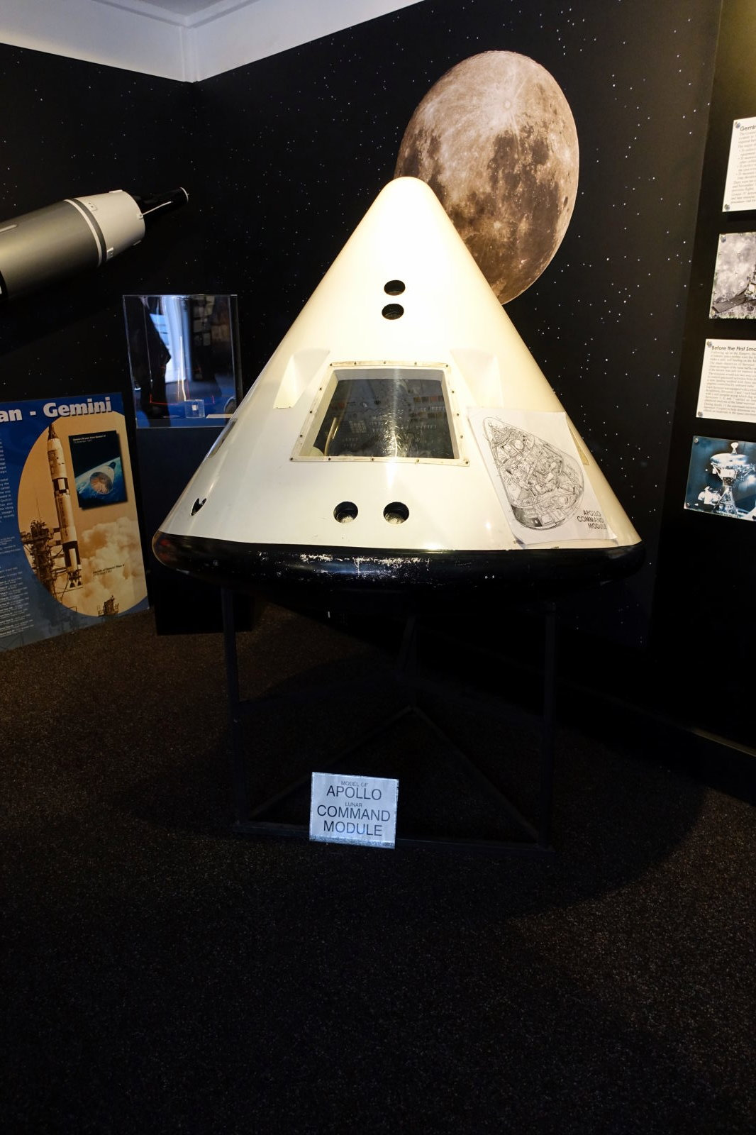 Model of Apollo Command module.