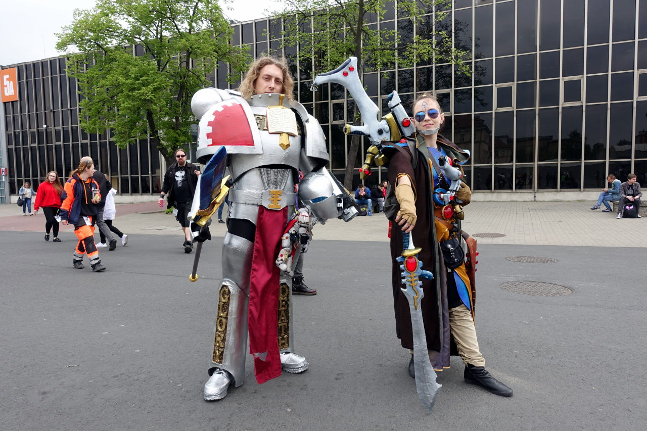 Two cosplayers posing outside in their Warhammer 40K costumes.